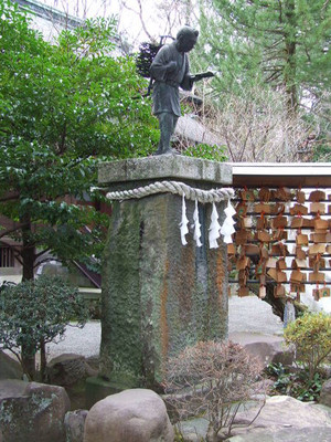 Statue_of_ninomiya_sontoku